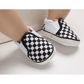 [Mã FASHIONRNK giảm 10K đơn 50K] Giày caro trắng đen cho bé 0-18 tháng thumbnail