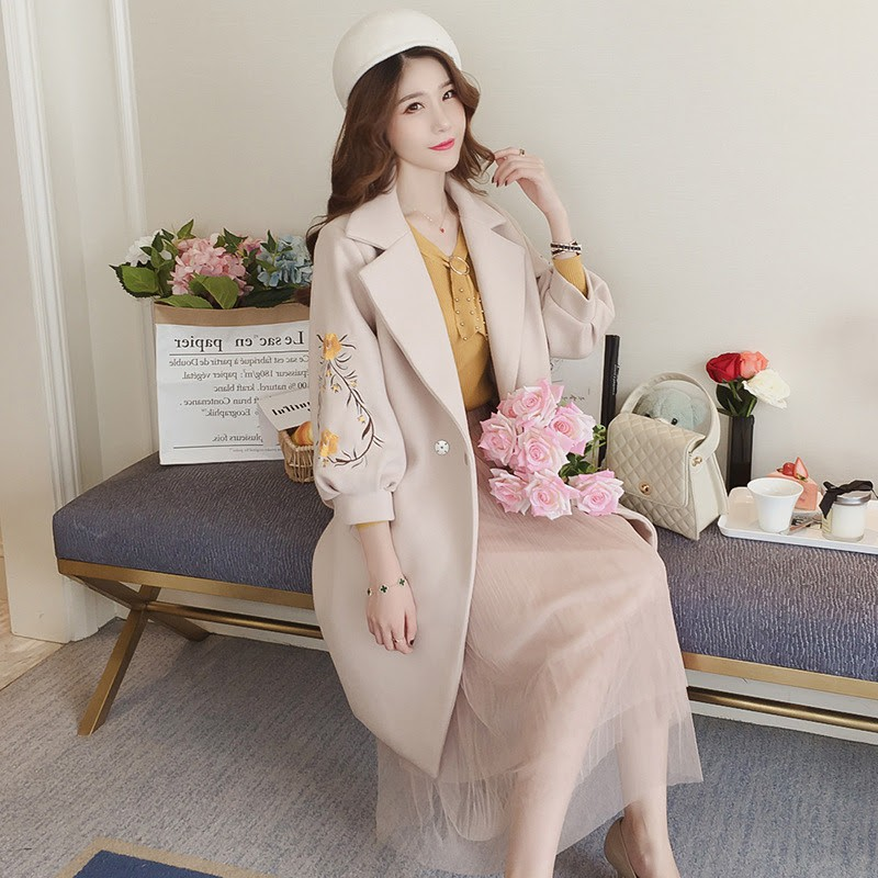 Áo khoác nữ, tay bồng, dáng dài, thắt eo, thêu hoa, ôm sát, chất liệu dạ, phong cách Hàn Quốc
