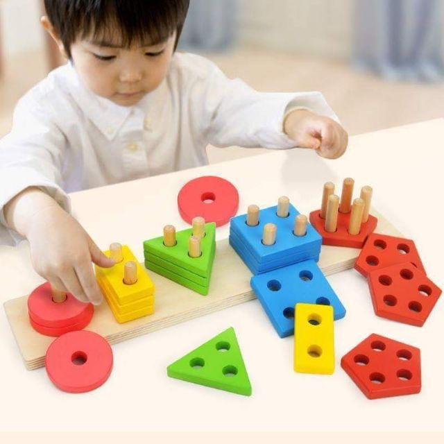 Giáo cụ Montessori thả hình khối