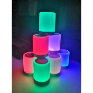 Đèn 7 màu tích hợp loa bluetooth