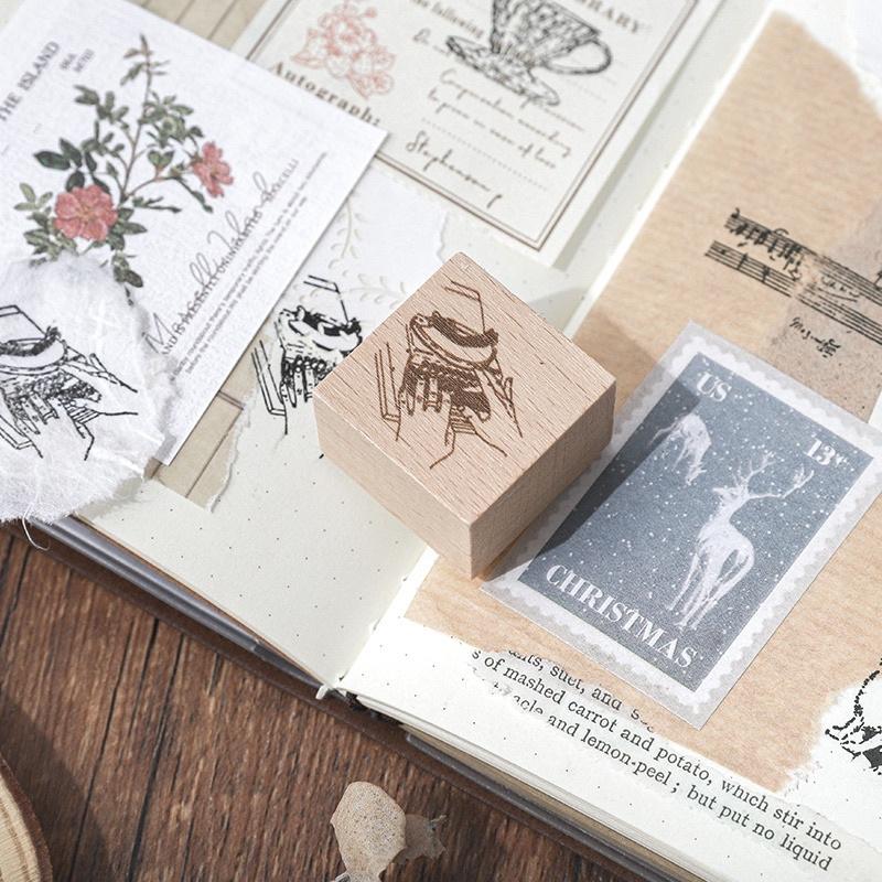 Con dấu gỗ máy đánh chữ, ly trà, giỏ hoa