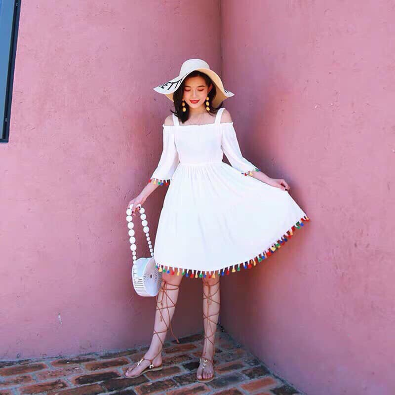 Đầm trể vai tua rua 2 màu đủ sắc cho chị em chọn lựa🥳🥳 Chất silk nhẹ nhàng 2 màu Kèm hình chụp thật nha