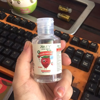 2 chai Nước rửa tay khô hương dâu tây 60ml/c