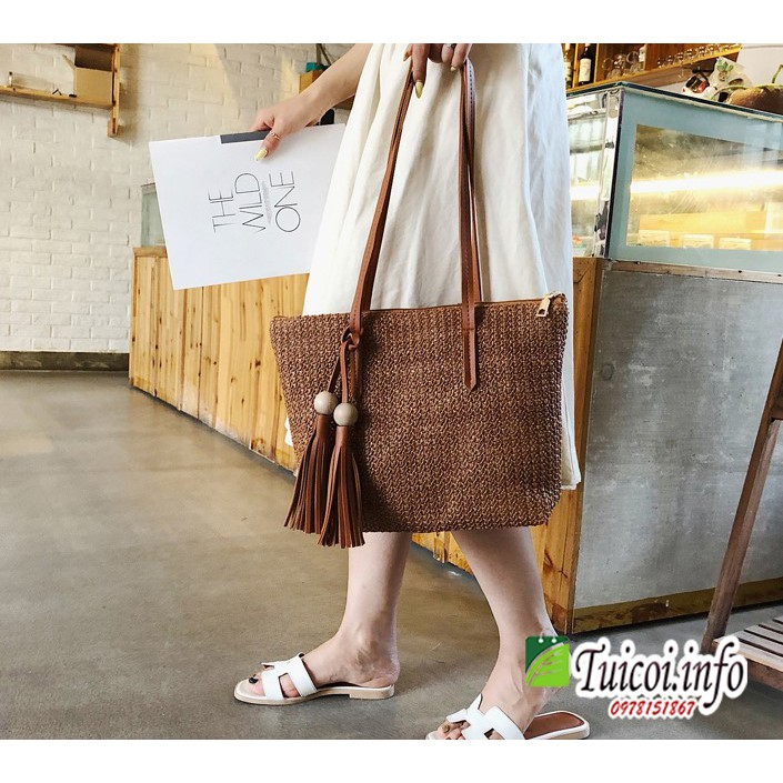 Túi cói đeo chéo hàn quốc cho nữ gắn quả gỗ