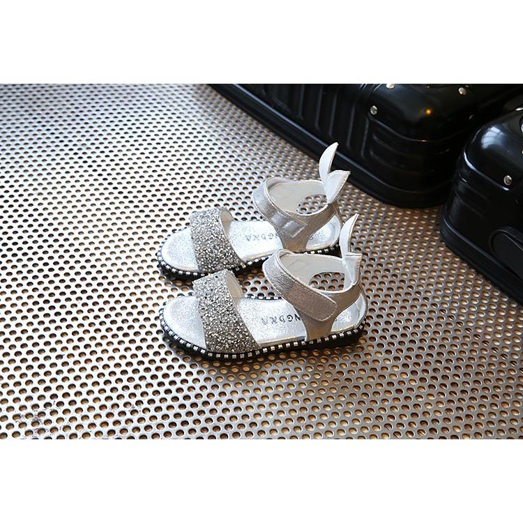 [ HOT ] Sandal kim sa tai thỏ (màu trắng) rất xinh cho bé gái đi học từ 1-15 tuổi - 3204467 , 1247012102 , 322_1247012102 , 198000 , -HOT-Sandal-kim-sa-tai-tho-mau-trang-rat-xinh-cho-be-gai-di-hoc-tu-1-15-tuoi-322_1247012102 , shopee.vn , [ HOT ] Sandal kim sa tai thỏ (màu trắng) rất xinh cho bé gái đi học từ 1-15 tuổi