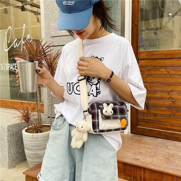 Túi Vải Nhỏ Dáng Ngang Caro Tặng Gấu Bông Korea