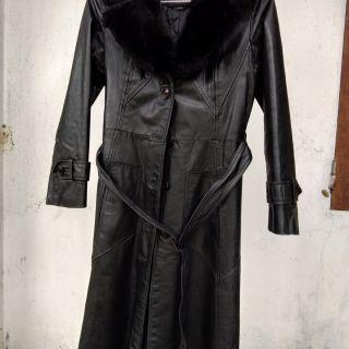 Áo da nữ dáng dài màu đen