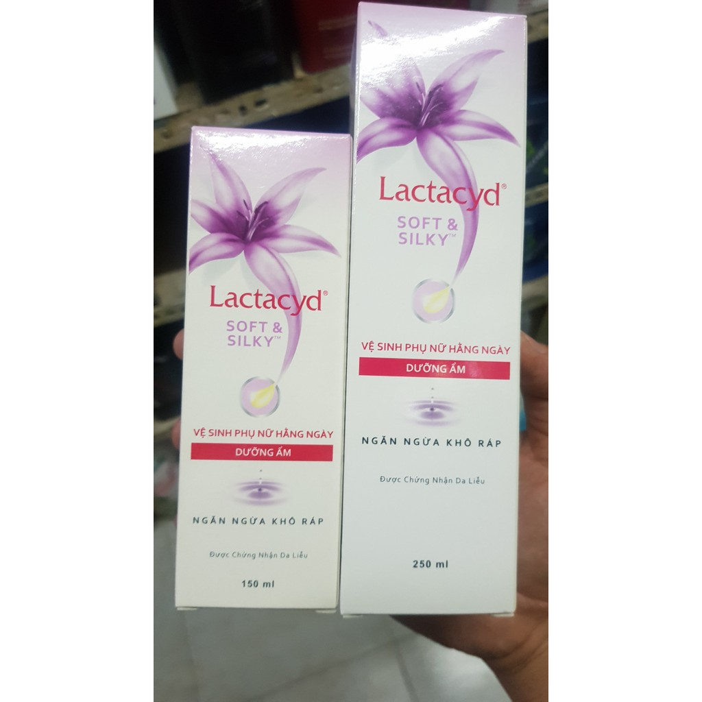 dung dịch vệ sinh Lactacyd Soft & Silky