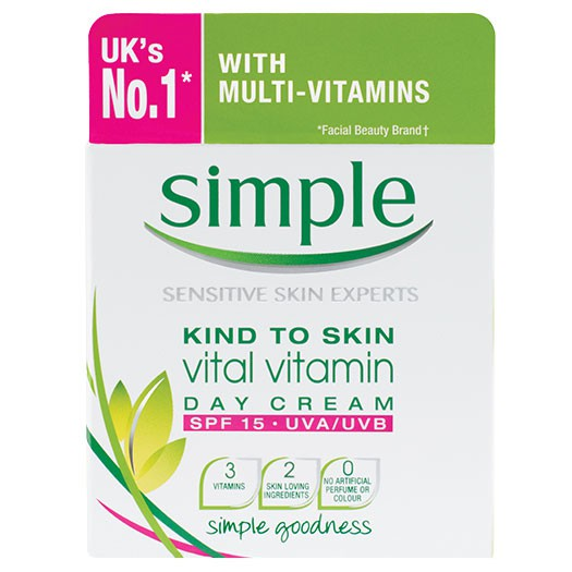 Kem dưỡng ban ngày Simple Kind To Skin Vital Vitamin Day Cream SPF 15 UVA/UVB 50ml