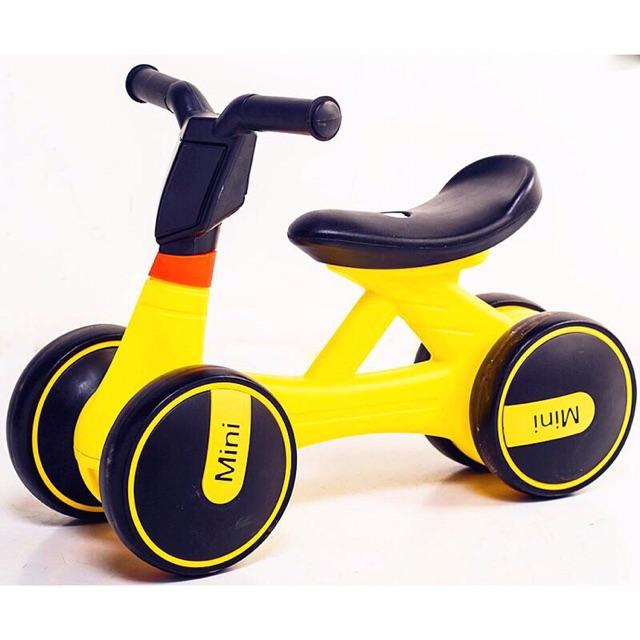 [Nhập mã TOYJUNE giảm 10K]Xe chòi chân 4 bánh tự cân bằng cho bé(có đèn có nhạc)
