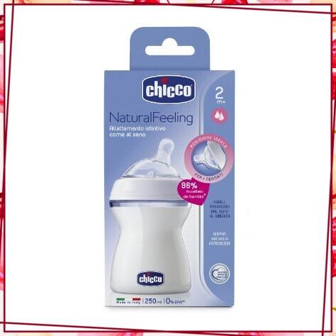 (Sale_Sale) Bình sữa núm nghiêng Pisa Natural Feeling 2M+ Chicco 250ml - thiết kế chống đổ