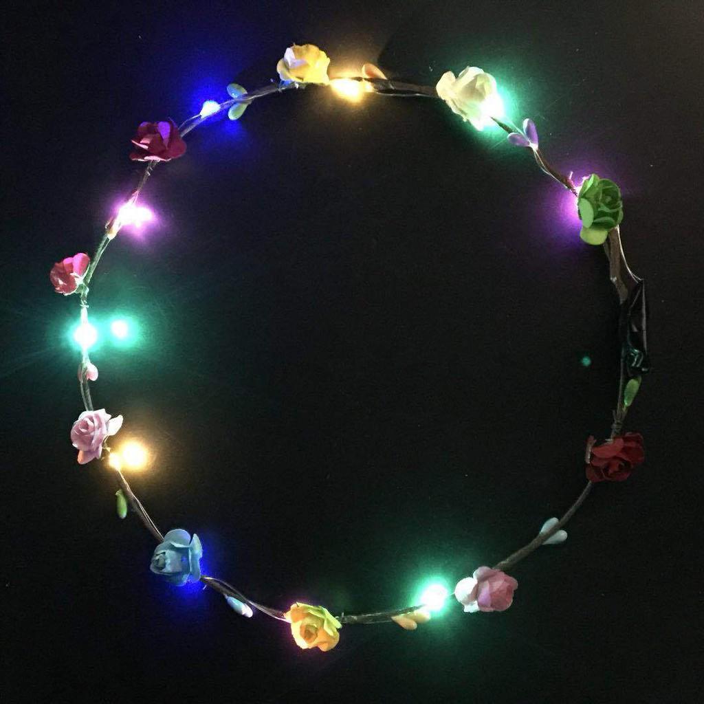 Vòng hoa sinh nhật trang trí có đèn led lấp lánh xinh xắn