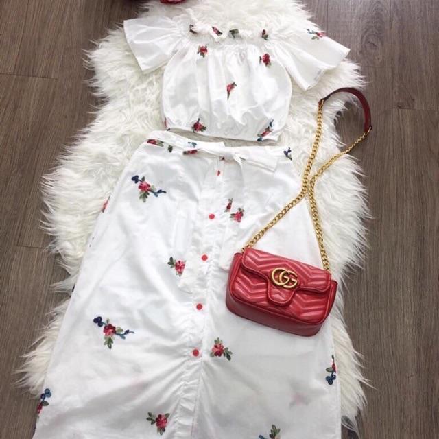 1237422049 - Set thêu hoa trắng trễ vai và chân váy midi nút dọc