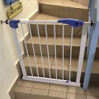 Chắn cửa chắn cầu thang an toàn cho bé cho cầu thang kích thước từ 74-85cm thumbnail