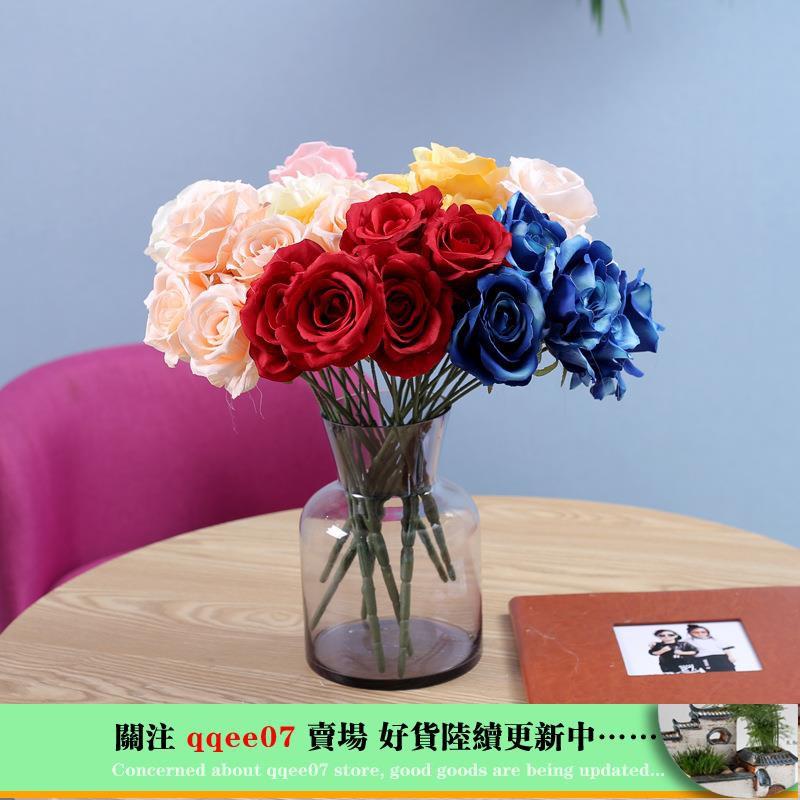 hoa hồng giả trang trí tiệc cưới