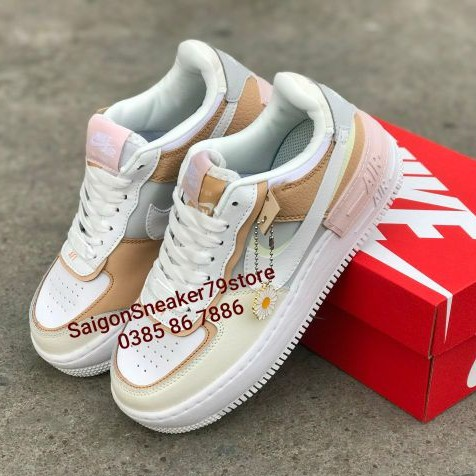 Giay Nike Air Force 1 Shadow Spruce Aura Ck3172 002 Women Chinh Hang Fullbox Saigonsneaker79store Shopee Việt Nam The women's air force 1 shadow se 'spruce aura' offers a playfully reconstructed take on the classic silhouette, executed with understated tones on a mix of leather and synthetic materials. giay nike air force 1 shadow spruce aura ck3172 002 women chinh hang fullbox saigonsneaker79store