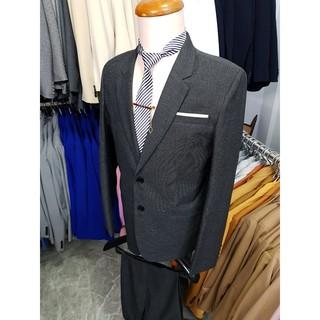 Yêu ThíchBộ vest nam form suông màu xám đậm 2 nút chất liệu vải mềm mịn + cà vạt kẹp