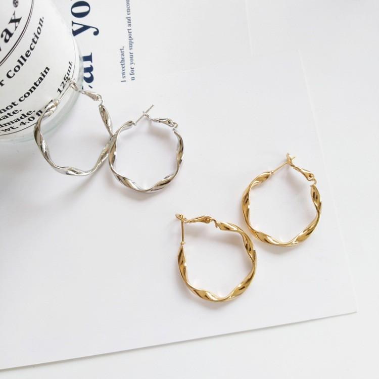 Bông tai khoen tròn dạng xoắn cá tính dành cho nữ màu vàng bạc - Mely 071