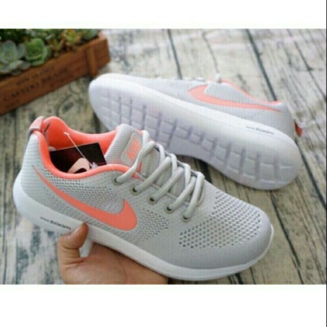 Giày thể thao nữ Nike zoom cam