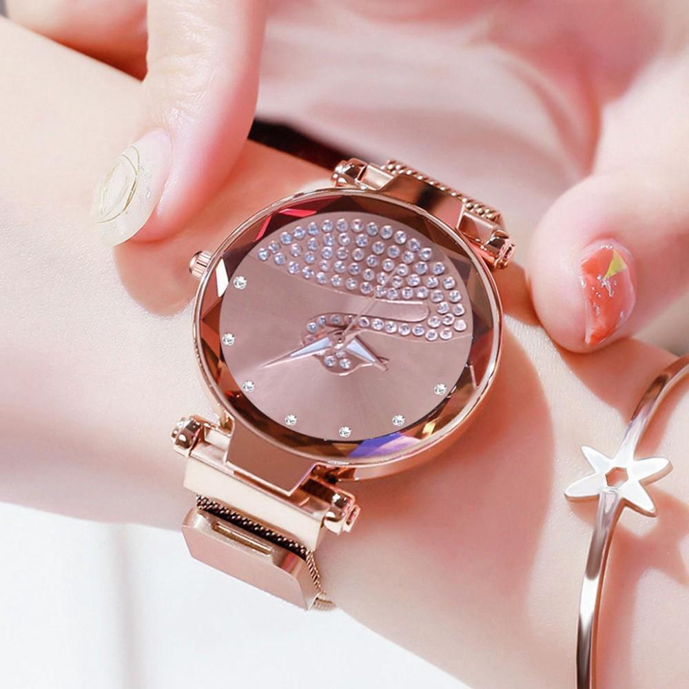 Đồng hồ nữ mặt tròn họa tiết thiên nga đính đá độc đáo