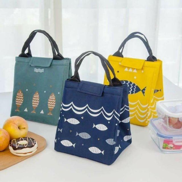 Túi giữ nhiệt hình cá đựng đồ ăn có quai sành điệu