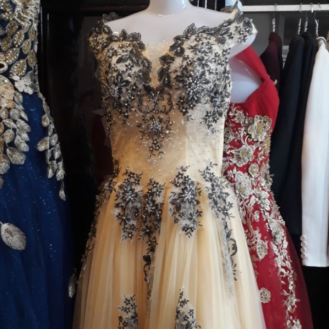 Com bo váy cưới cao cấp