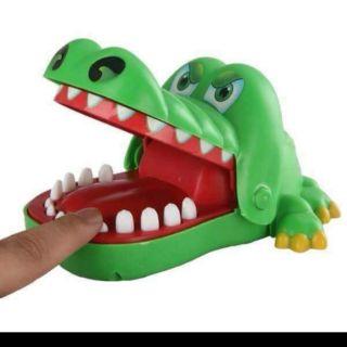 Đồ chơi khám răng cá sấu