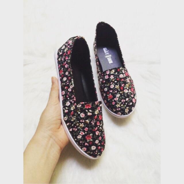 Giày lười hoa nhí cute - ảnh thật
