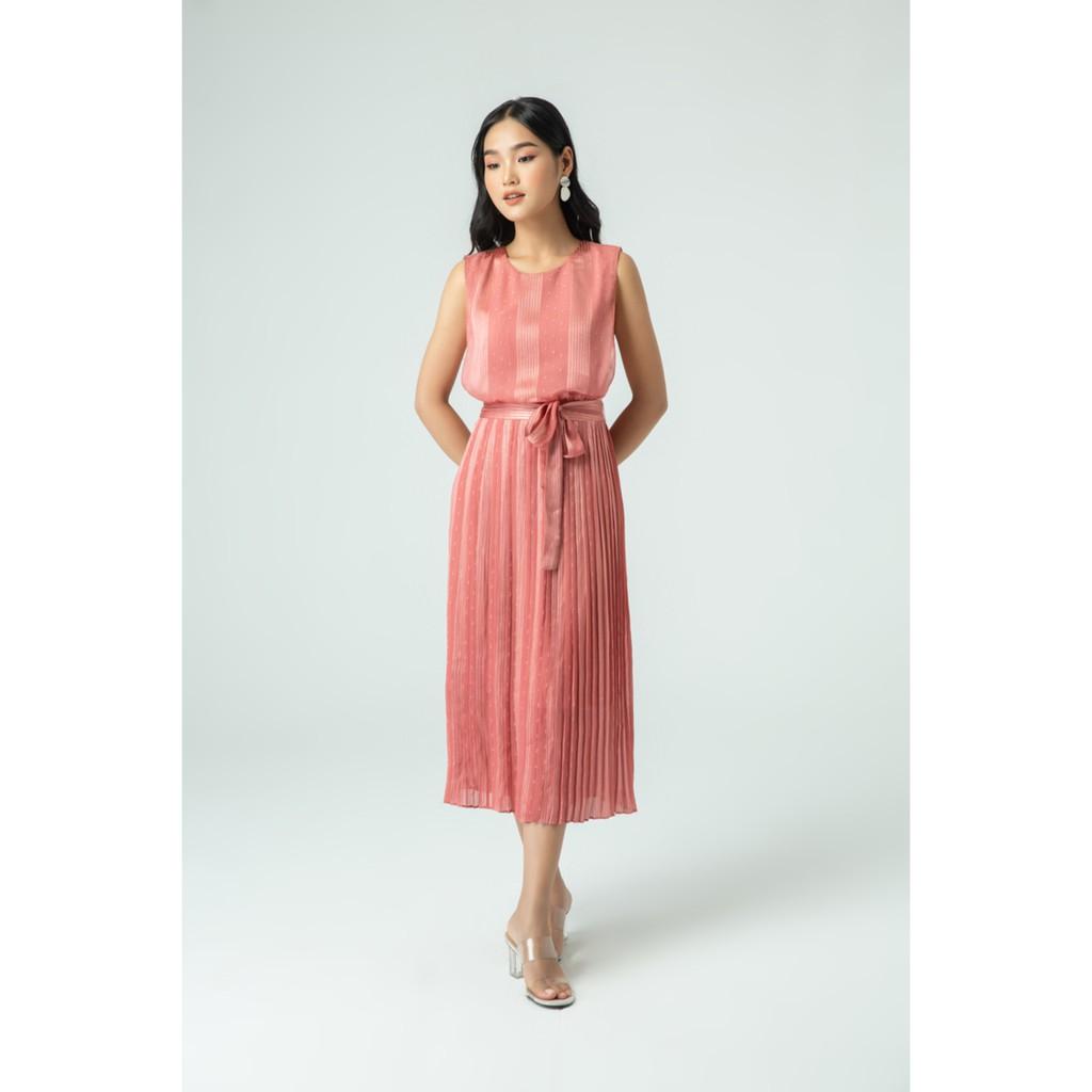 IVY moda Đầm lụa xếp tùng dập ly MS 41