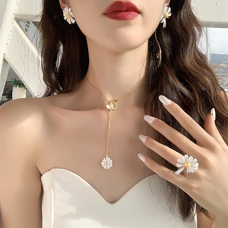 Khuyên tai/nhẫn/dây chuyền thiết kế hình hoa cúc nhỏ phong cách Hàn Quốc