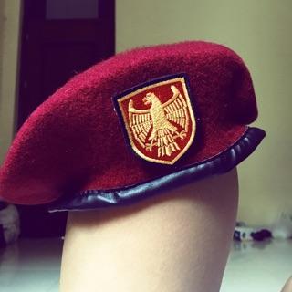 Nón beret đại bàng Nga