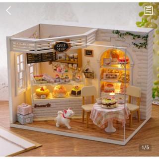 Mô hình nhà gỗ DIY Tiệm bánh mèo con ( đã bao gồm mica che bụi)