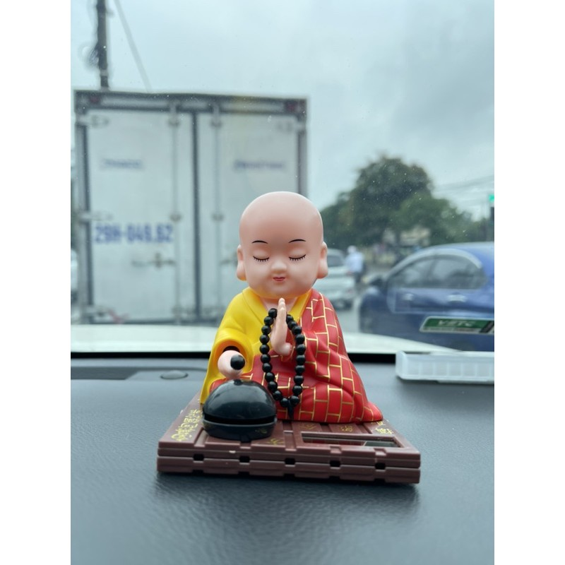 Phật Tiểu Đồng gõ mõ tụng kinh