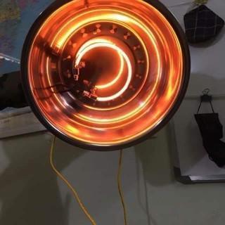Đèn sưởi CacBon dùng điện dân dụng, sưởi cho đàn gia súc gia cầm lớn.