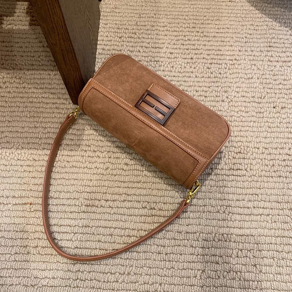 Túi xách da đeo chéo thời trang sành điệu cho nữ