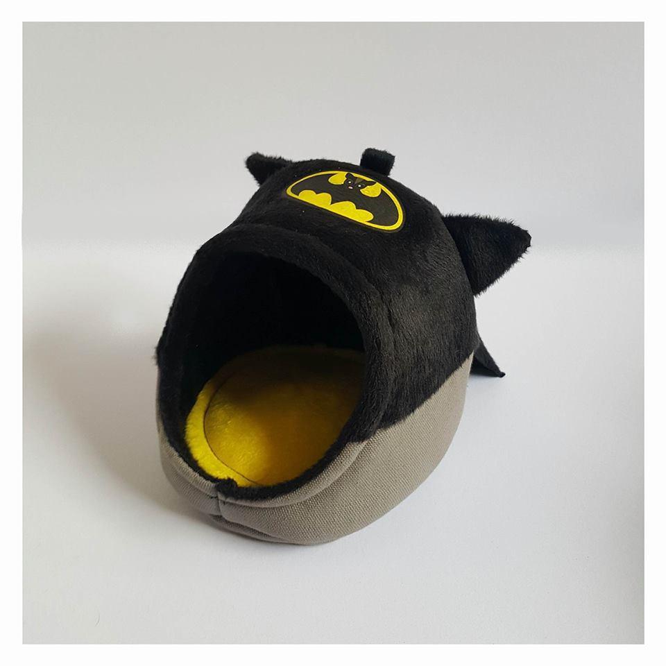 Size M - KPS Batman Dome โดมนอนสำหรับกระต่าย ชูการ์ไกลเดอร์ แพรี่ด็อก ลายแบทแมน (M, L, XL)