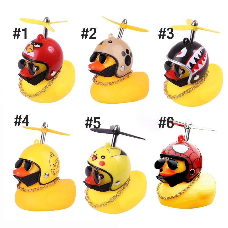 Chú Vịt Vàng Đội Mũ Bảo Hiểm Có Chong Chóng Tre Trang Trí Xe Mô Tô / Xe Đạp