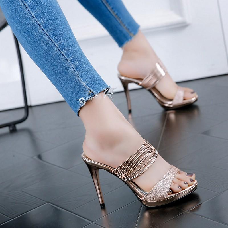 รองเท้าแตะรองเท้าส้นสูงดีกับ 2019 ฤดูร้อนใหม่ป่าสวมใส่รองเท้าแตะเย็น