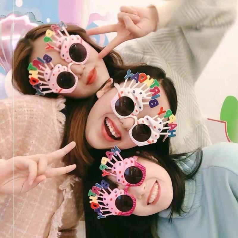 Mắt kính gắn chữ Happy Birthday trang trí tiệc tùng