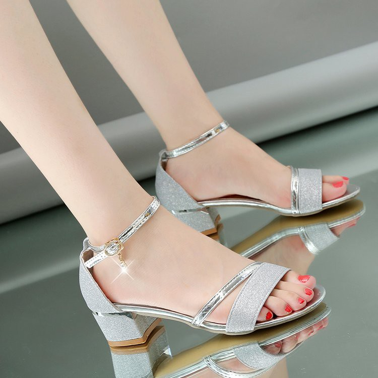 giày sandals xỏ ngón đính kim sa lấp lánh phong cách hàn quốc - 13980174 , 2509606930 , 322_2509606930 , 284400 , giay-sandals-xo-ngon-dinh-kim-sa-lap-lanh-phong-cach-han-quoc-322_2509606930 , shopee.vn , giày sandals xỏ ngón đính kim sa lấp lánh phong cách hàn quốc