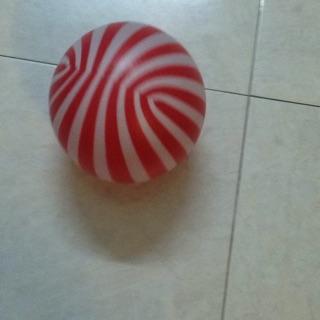 Bóng đá nhựa đỏ