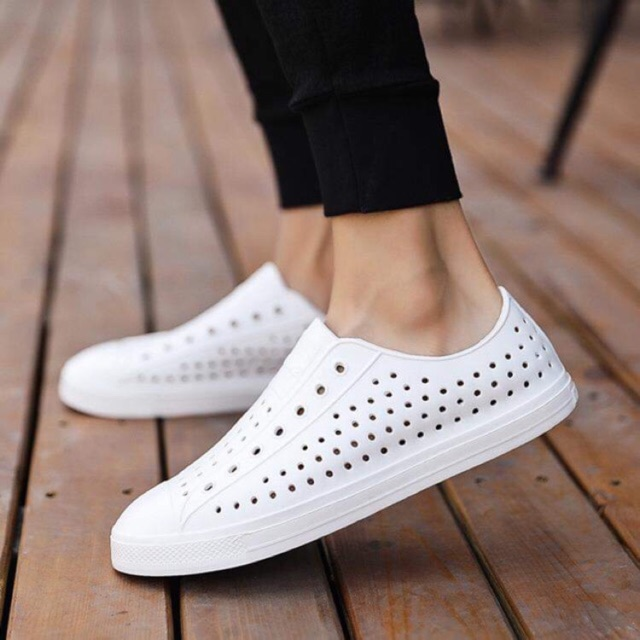 [TẶNG Jibbtiz cài dép] giày nhẹ đi mưa NATIVE cho nam và nữ màu trắng