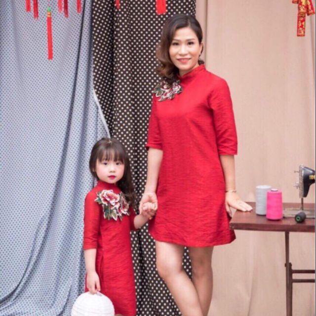 Combo set váy đỏ thêu hoa cho mẹ và bé - 3061690 , 848050174 , 322_848050174 , 400000 , Combo-set-vay-do-theu-hoa-cho-me-va-be-322_848050174 , shopee.vn , Combo set váy đỏ thêu hoa cho mẹ và bé