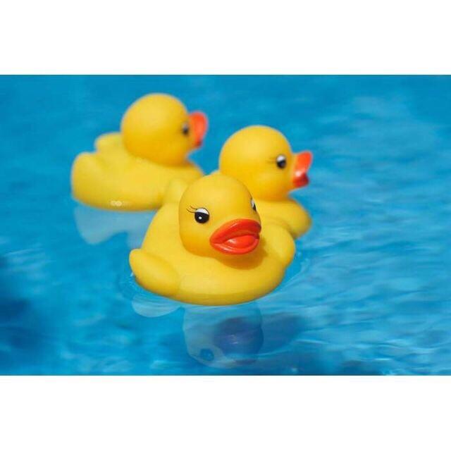 Sét đồ chơi 4 vịt mẹ con thả bồn tắm có kèn dành cho bé