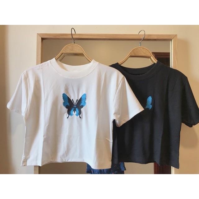 Mặc gì đẹp: Gợi cảm với Áo croptop cộc tay dưới 55kg - Thêu bướm