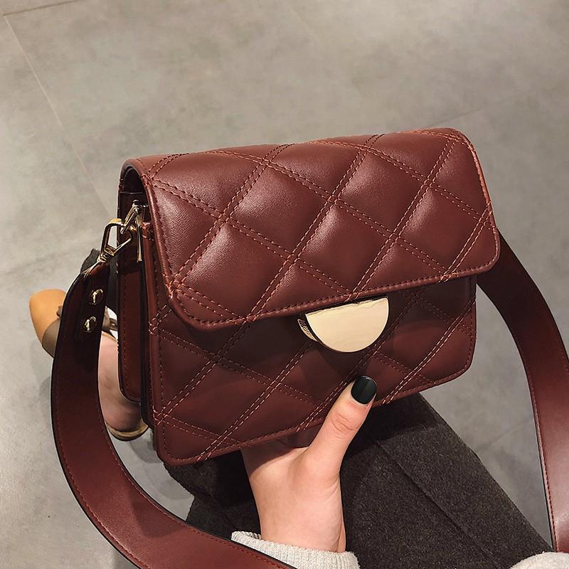 【จัดส่งฟรี】ไหล่ของ Messenger กระเป๋าอินซูเปอร์ไฟกระเป๋าถือกระเป๋าสี่เหลี่ยมเล็ก ๆ