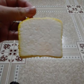 Squishy bánh mì vàng cute