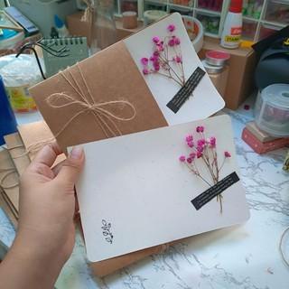 Thiệp giấy kraft lúa mạch kèm hoa baby khô