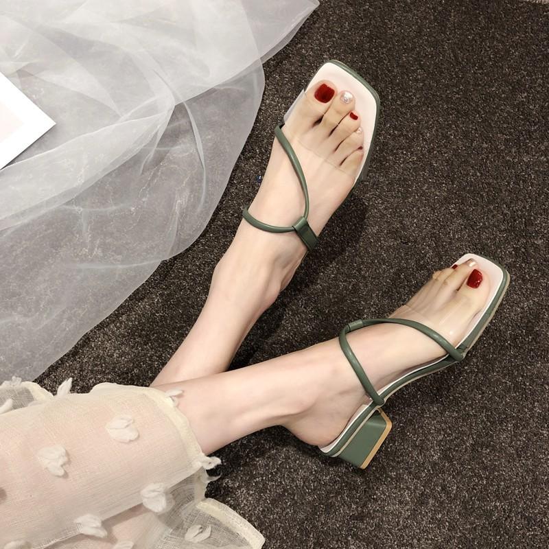 ฤดูร้อนรองเท้าแตะหญิงสวมคำโปร่งใสหนากับรองเท้าแตะและรองเท้าแตะผู้หญิง