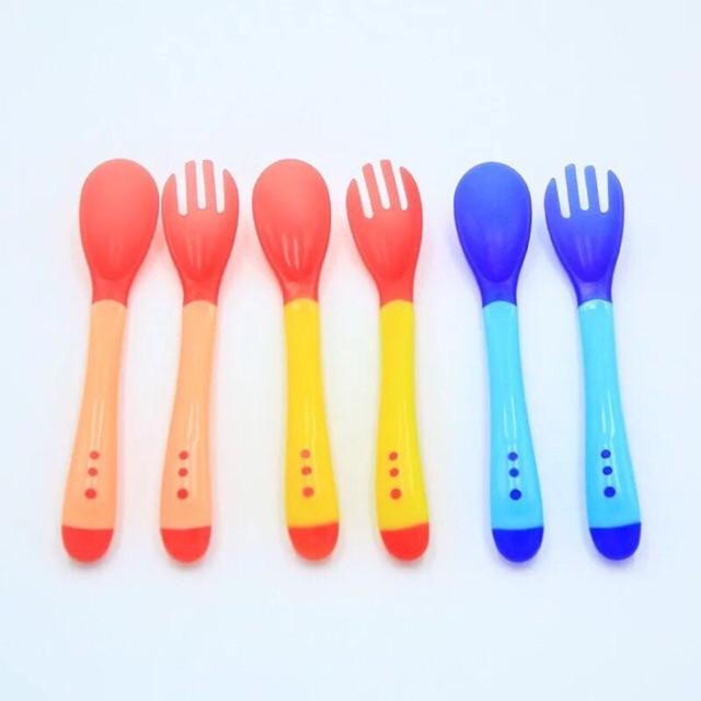 Thìa nĩa ăn dặm báo nóng